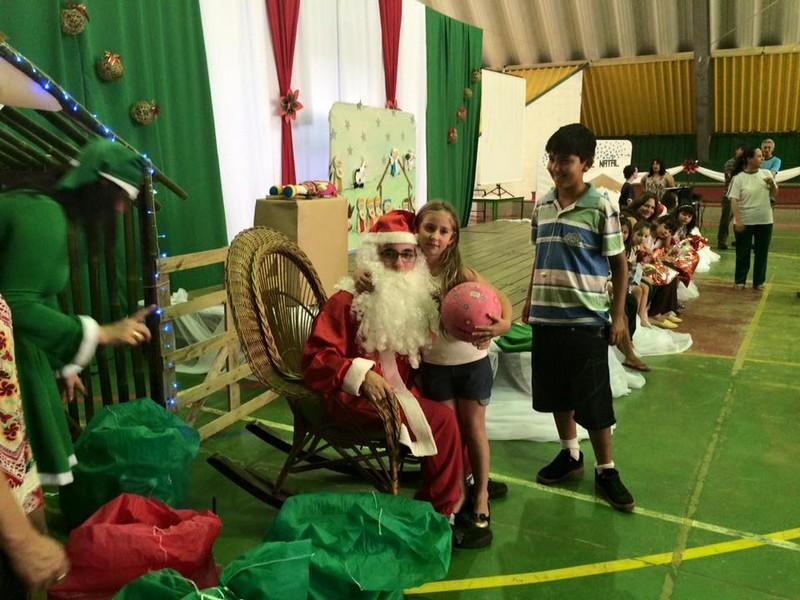 Alunos do CEM Beija-Flor recebem Papai Noel na escola e ganham presentes (2)