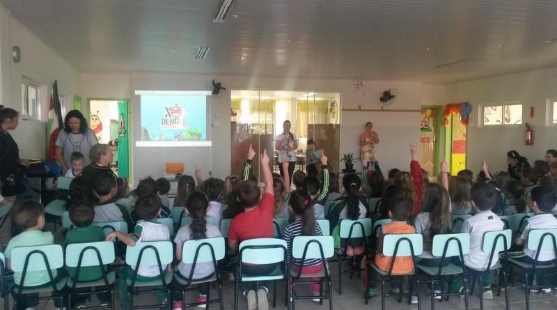 ESF da Vila Nova faz trabalho de prevenção ao mosquito Aedes aegypti em escolas (2)