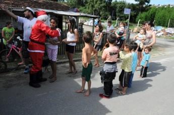Circo Social realiza entrega de presentes em comunidades de Rio Negro e Mafra (12)