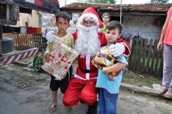 Circo Social realiza entrega de presentes em comunidades de Rio Negro e Mafra (13)
