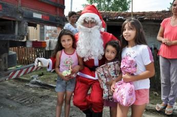 Circo Social realiza entrega de presentes em comunidades de Rio Negro e Mafra (14)