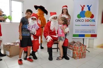 Circo Social realiza entrega de presentes em comunidades de Rio Negro e Mafra (16)