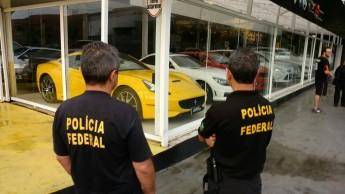 Carros de luxo foram apreendidos de uma revenda em Joinville - Foto: Polícia Federal/Divulgação