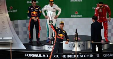 Ricciardo aproveita acidentes de rivais e vence GP da China de Fórmula 1