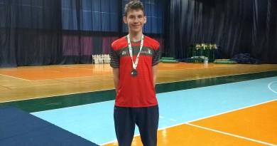 Atleta mafrense conquista medalha de bronze no Nacional de badminton