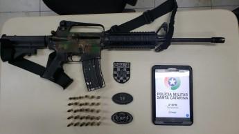 Arma apreendida pela polícia no bairro Monte Verde — Foto: PM/ Divulgação