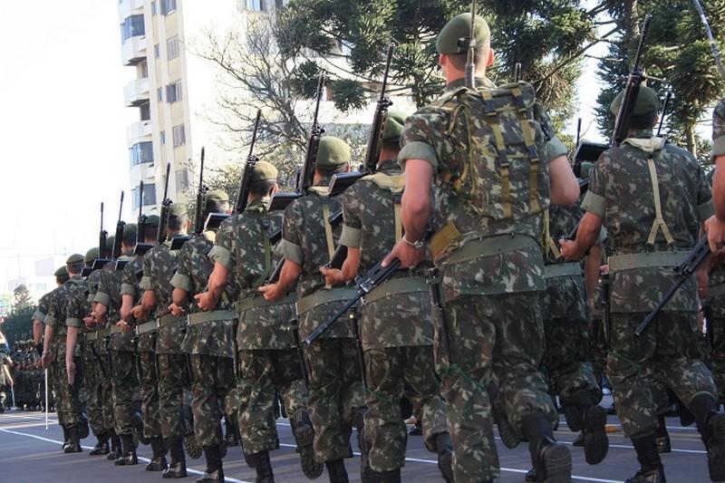 Jovens que completam 18 anos em 2016 devem alistar-se no serviço militar