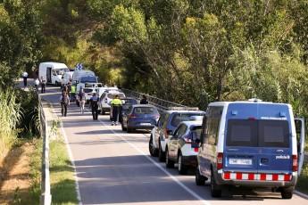 Viaturas policiais são vistas em localidade próxima de Barcelona, onde Younes Abouyaaqoub foi baleado durante operação (Foto: REUTERS/Albert Gea)