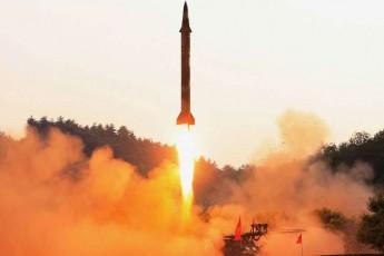 © Reuters Míssil balístico é testado por um sistema de orientação de controle de precisão em imagem divulgada pela governo da Coreia do Norte