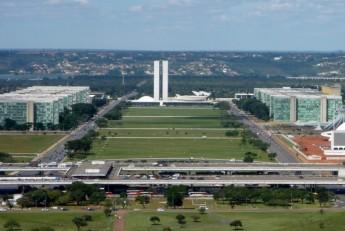 Esplanada_dos_Ministérios,_Brasília_DF_04_2006_(modificada)