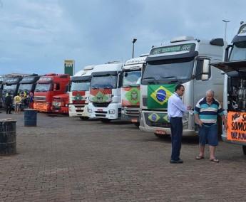 caminhoneiros_se-preparam_para_manifestacao_em-Brasilia-e1425434548208